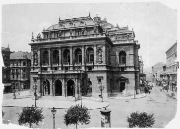 Az operaház 1900 körül, ismeretlen felvétele
